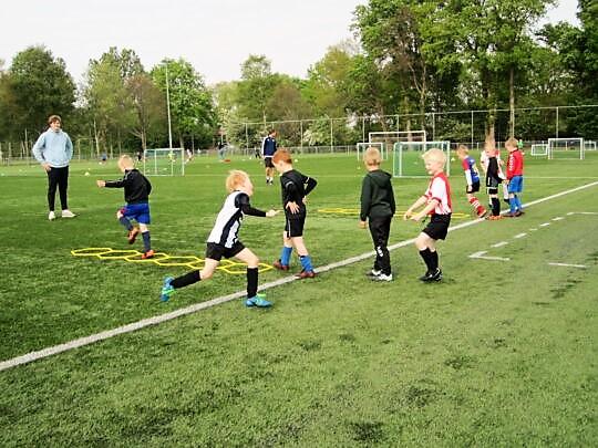 Voetbalschool,…eindelijk weer,..!